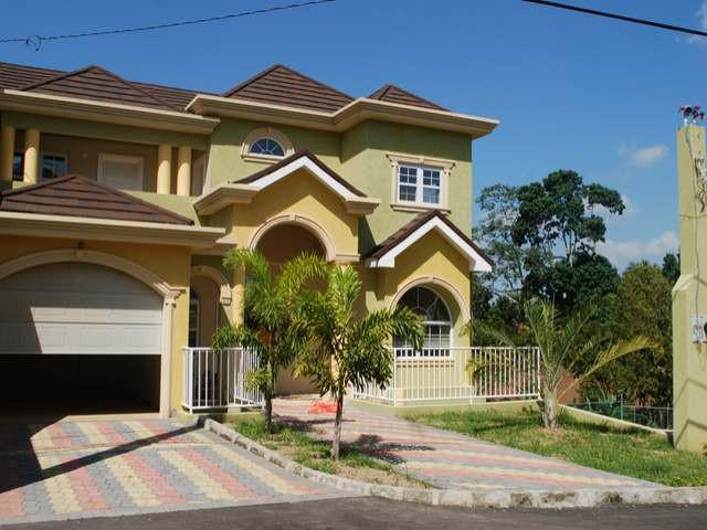 Spacious 2 Bedroom Townhouse Located In A Lush Gated Community