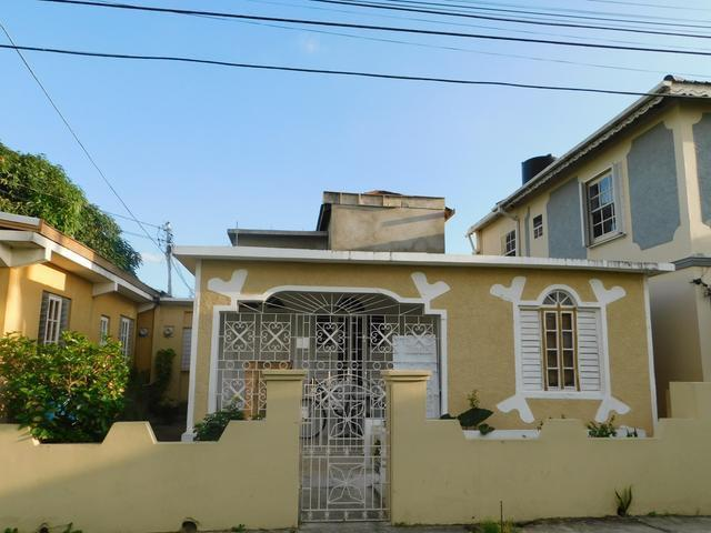 Home For Sale In Greater Portmore Bathroom