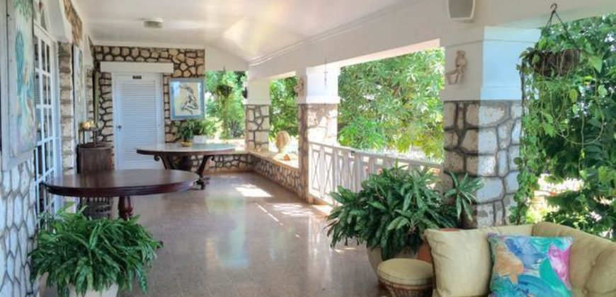 This House Is An Architectural Delight With Beautiful Cut Stone Walls Moulded Ceilings Windows