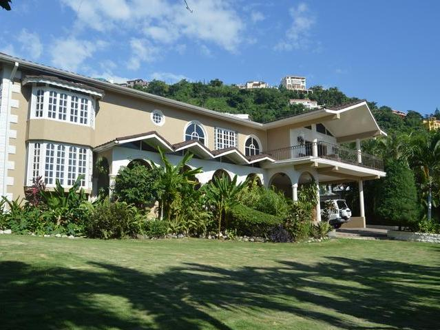 Exquisite Five Bedroom Six Bathroom Luxury Home For Sale On 1/4 Acre Of  Well Manicured Land