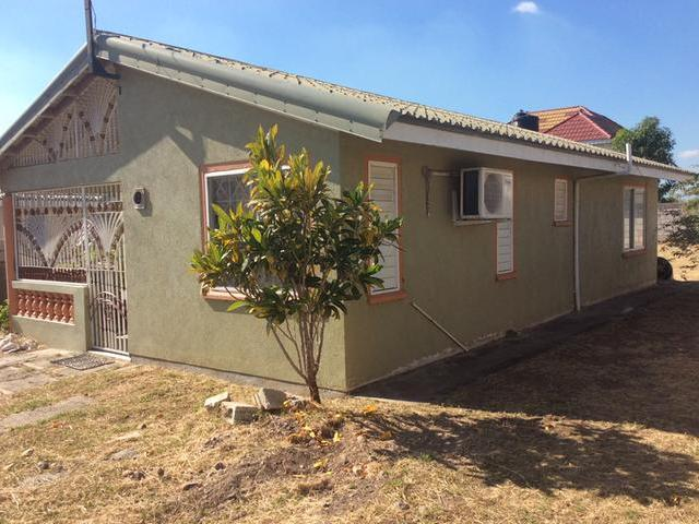 Single storey house with 2 bedrooms 1 bathroom living for Catherines house